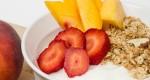 Faire le plein de noix, de légumes et trempettes, de yogourt nature et de fruits frais