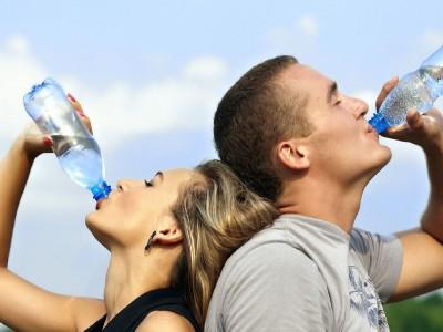 Boire deux litres d'eau par jour