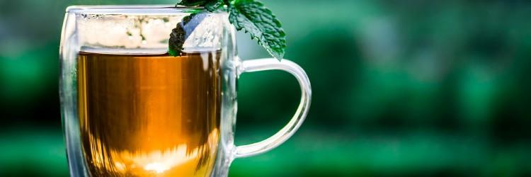 Boire un thé froid